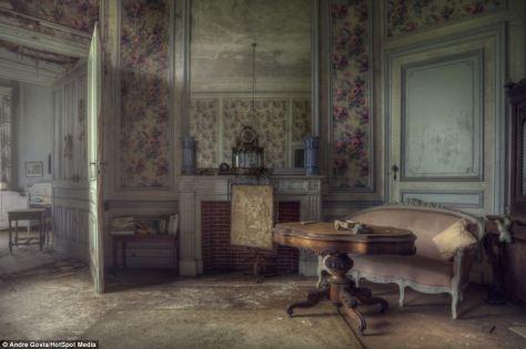 mansion drawing room