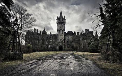 mansion exterior apprach
