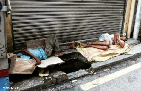 migrants homeless on street